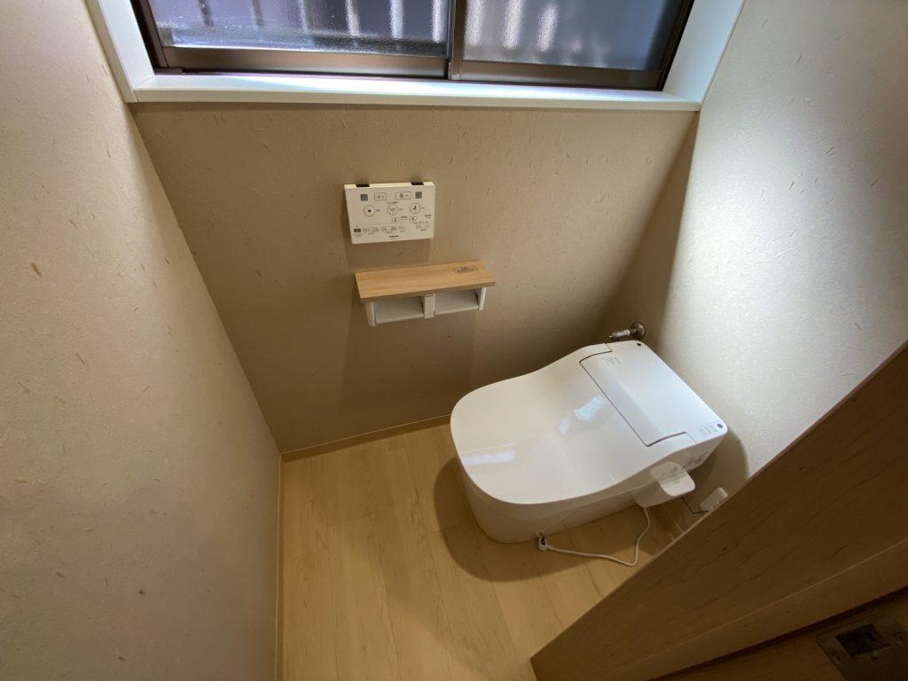 トイレはPanasonic「アラウーノS141」を採用。 内装は旅館のような和風の内装で仕上げました。