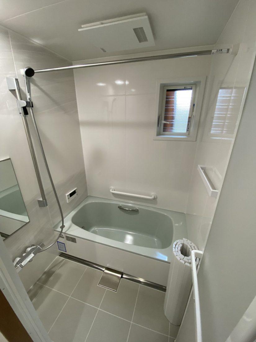 浴室もシステムバスヘ。冬でも暖かく入浴できるようになりました。 タカラ「ぴったりサイズエメロード」