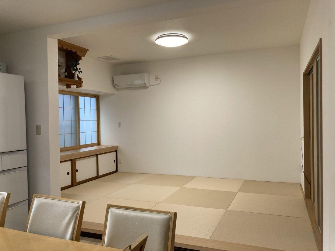 琉球畳に変え、壁もクロスを張って、明るいリビングに生まれ変わりました!