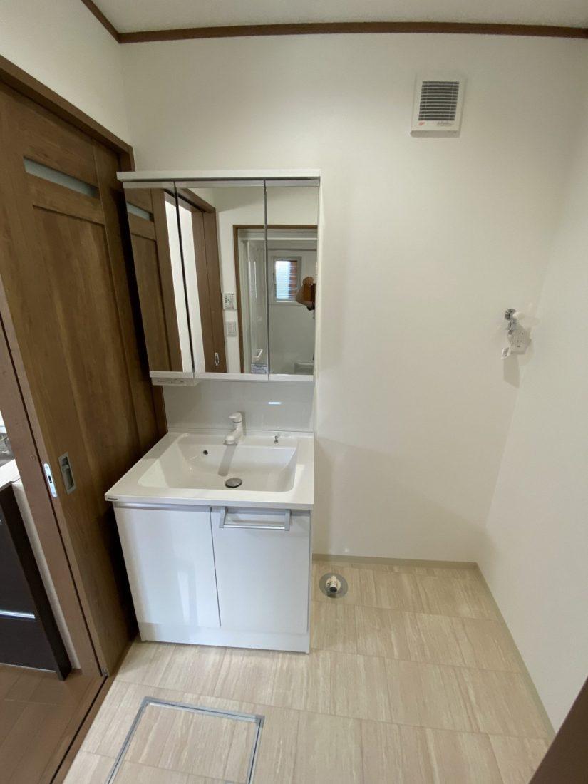 ボイラー室だった部分を洗面脱衣室へ。